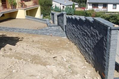 Schody, plot, zámková dlažba 33